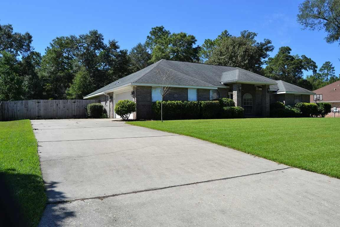 5464 Heatherton Rd, Milton, FL 32570