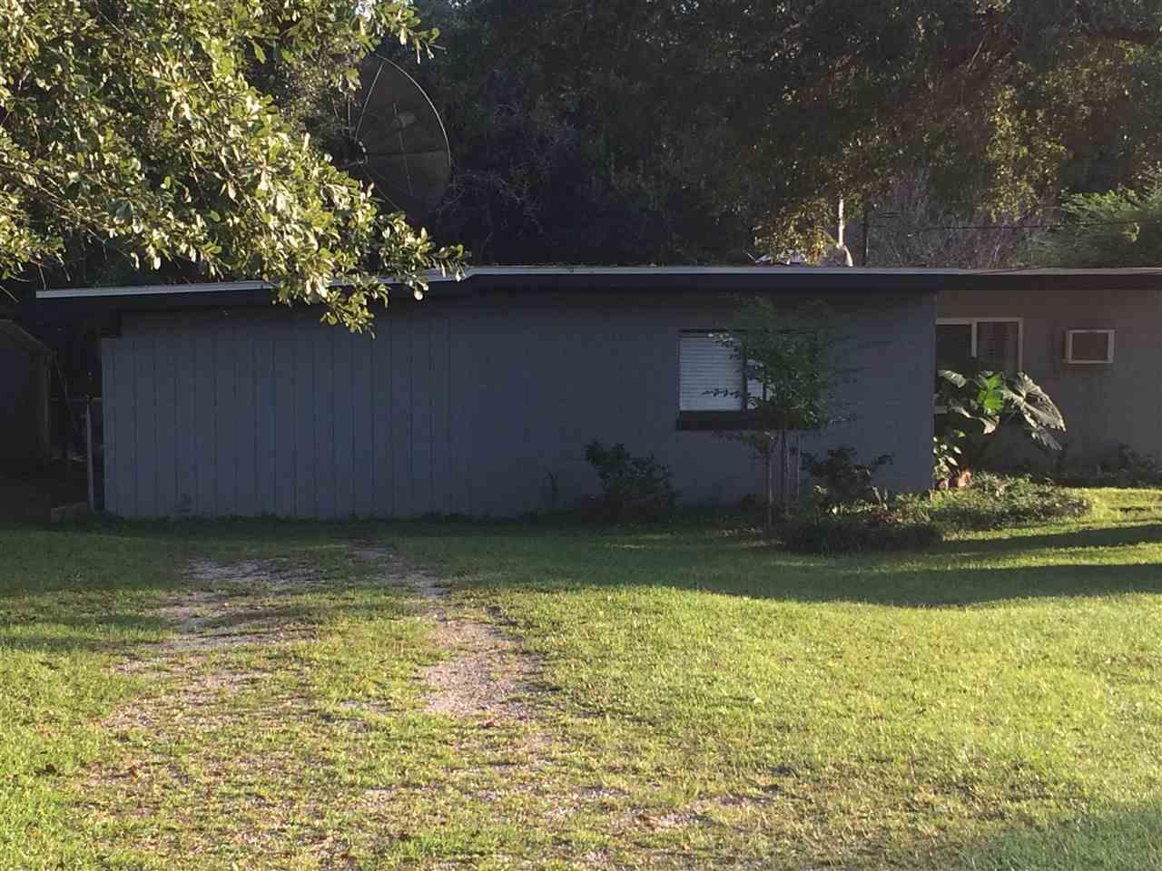 401 N Lakeview Ave, Cantonment, FL 32533