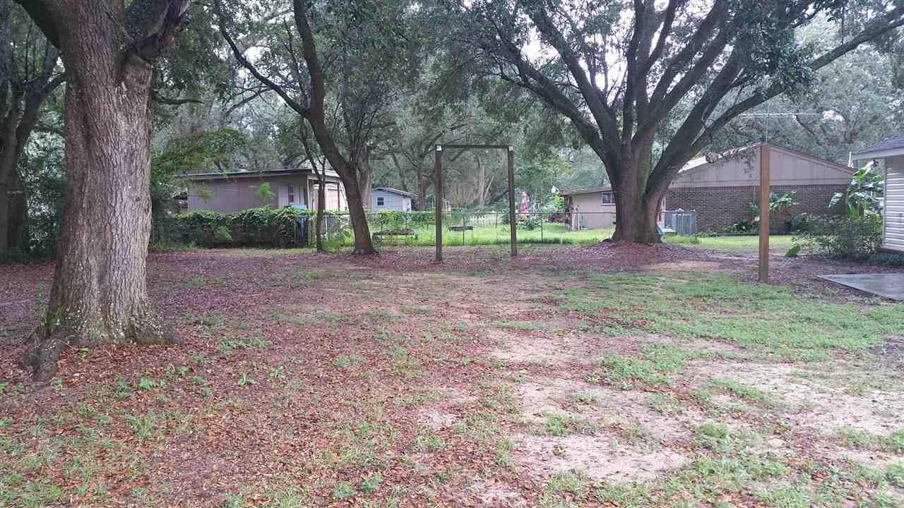 5542 Pine Ridge Dr, Milton, FL 32570