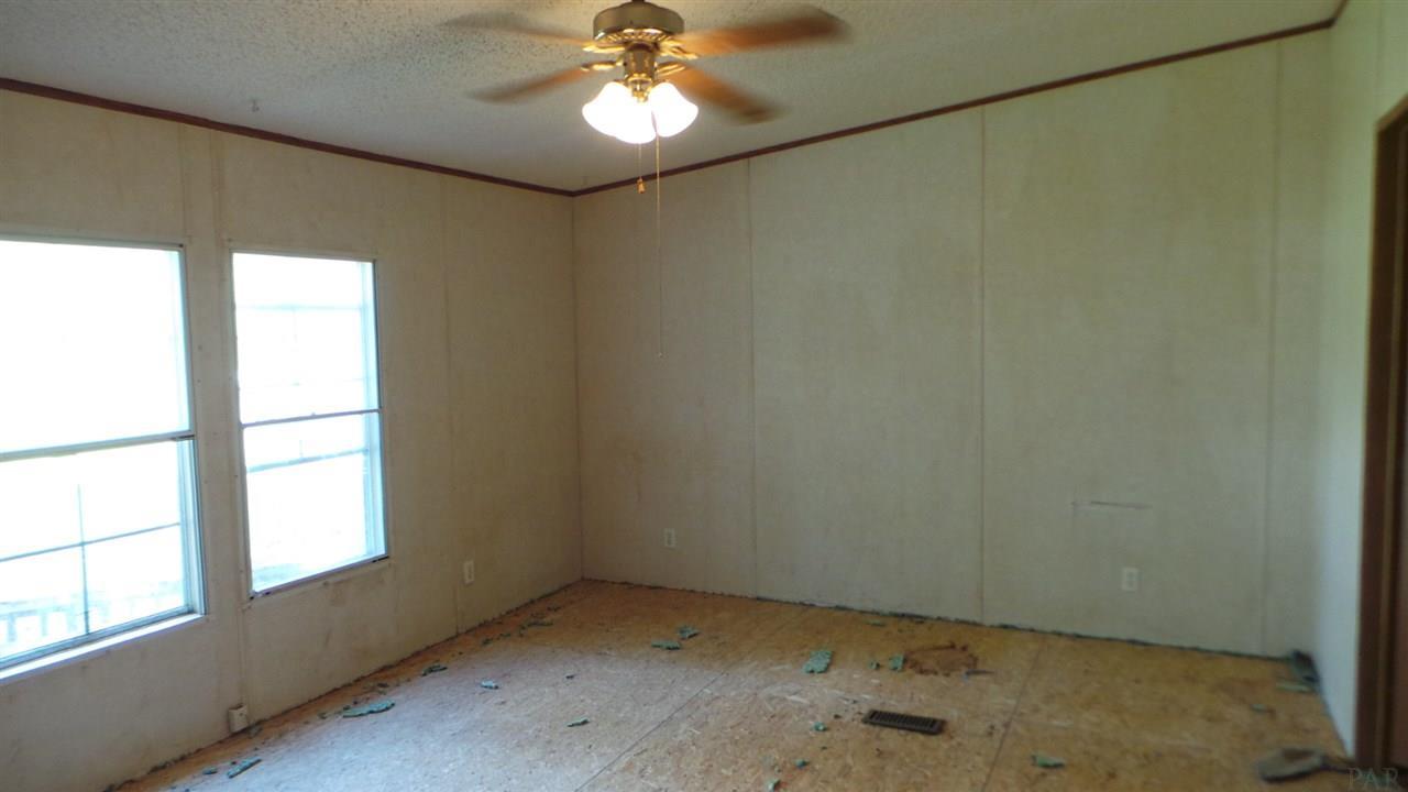 8369 Punjob Rd, Milton, FL 32583