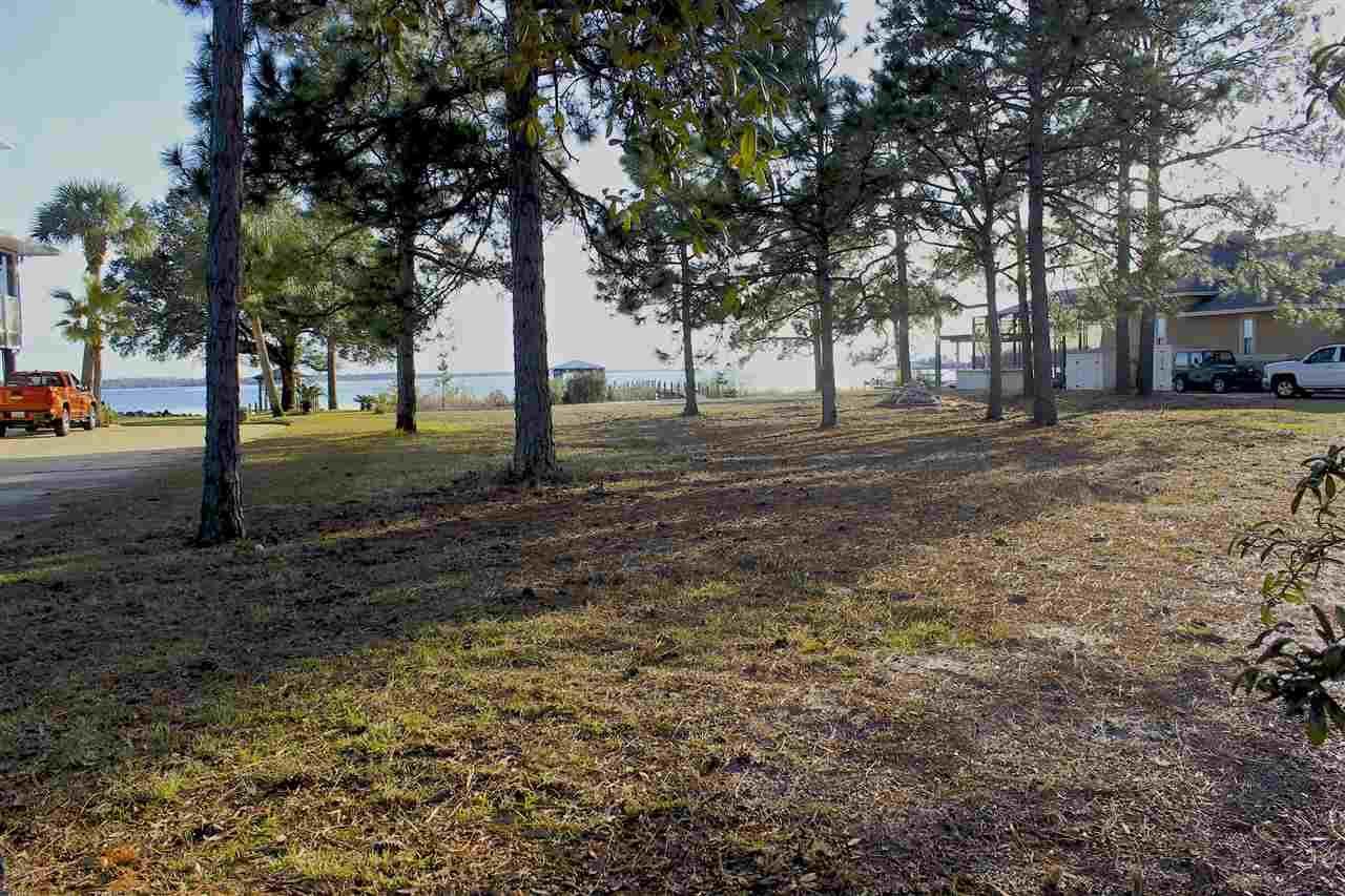 7809 Petersen Pt Rd, Milton, FL 32583