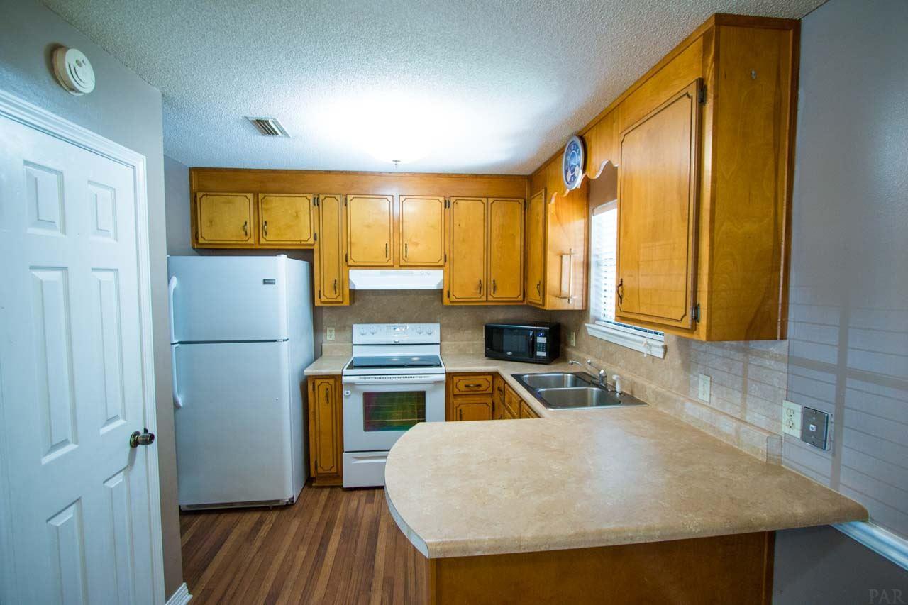 6514 Oakcrest Rd, Milton, FL 32570