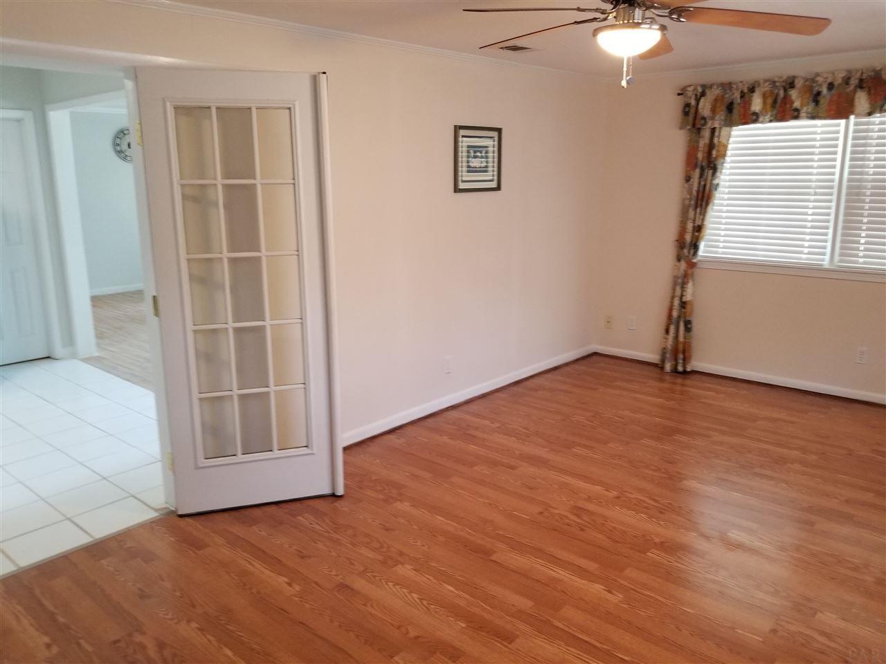 1006 New Mexico Dr, Pensacola, FL 32526