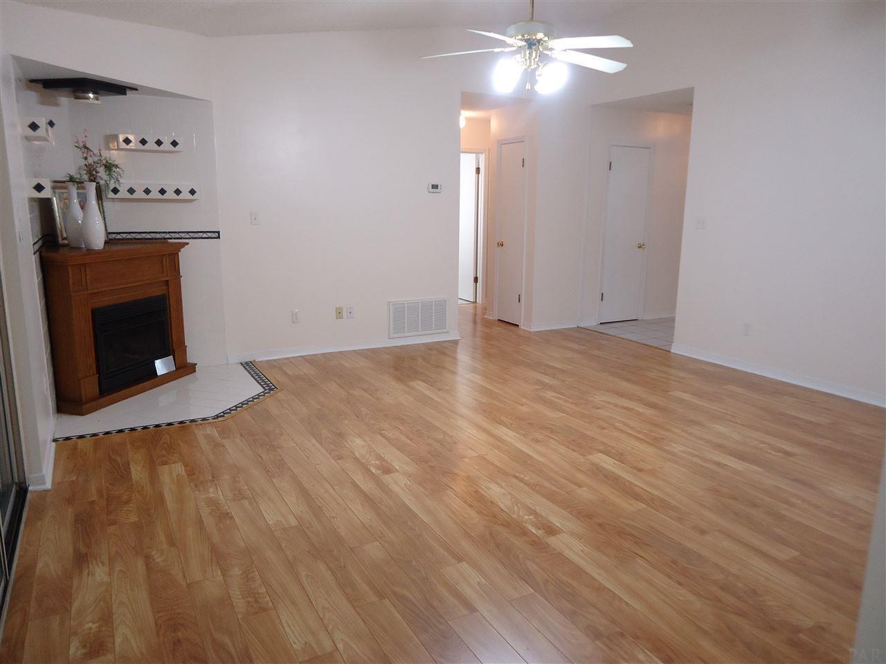 4009 Deerwood Cir, Pace, FL 32571
