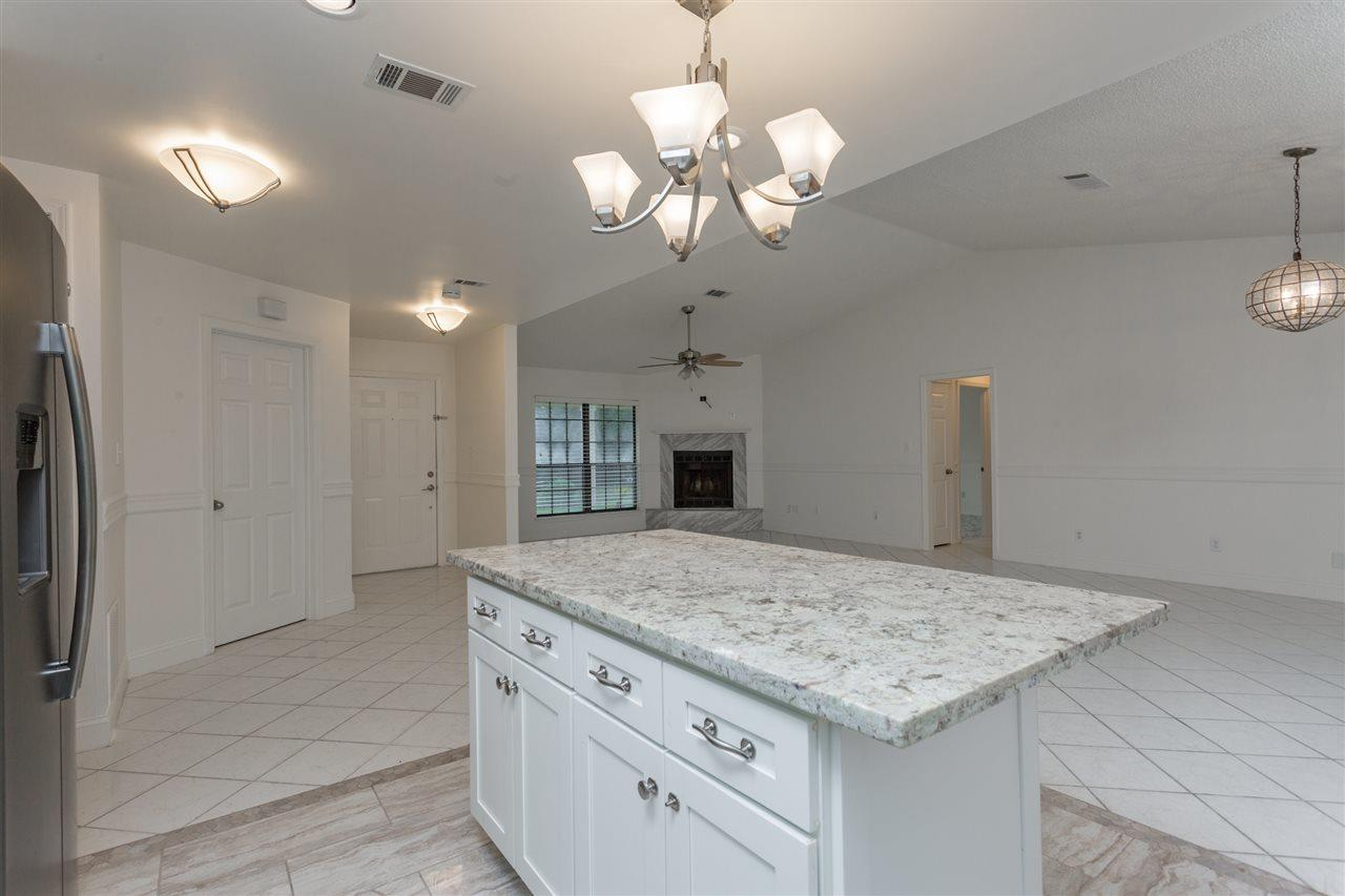 2732 Summertree Ln, Gulf Breeze, FL 32563