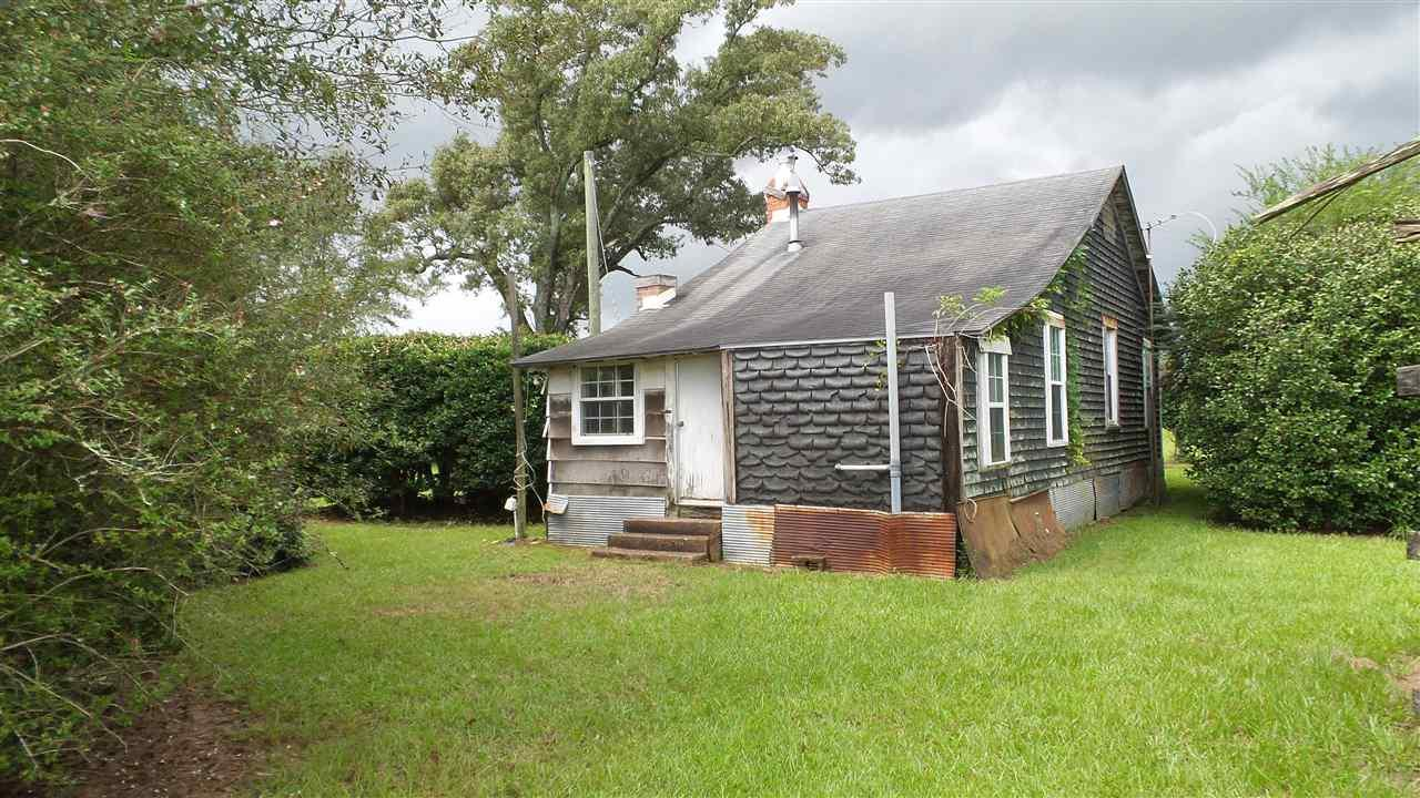 5830 E Nokomis Rd, Walnut Hill, FL 32568