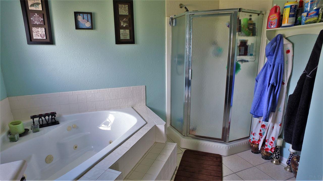 7017 COMMUNITY DR, PENSACOLA, FL 32526  Photo 28