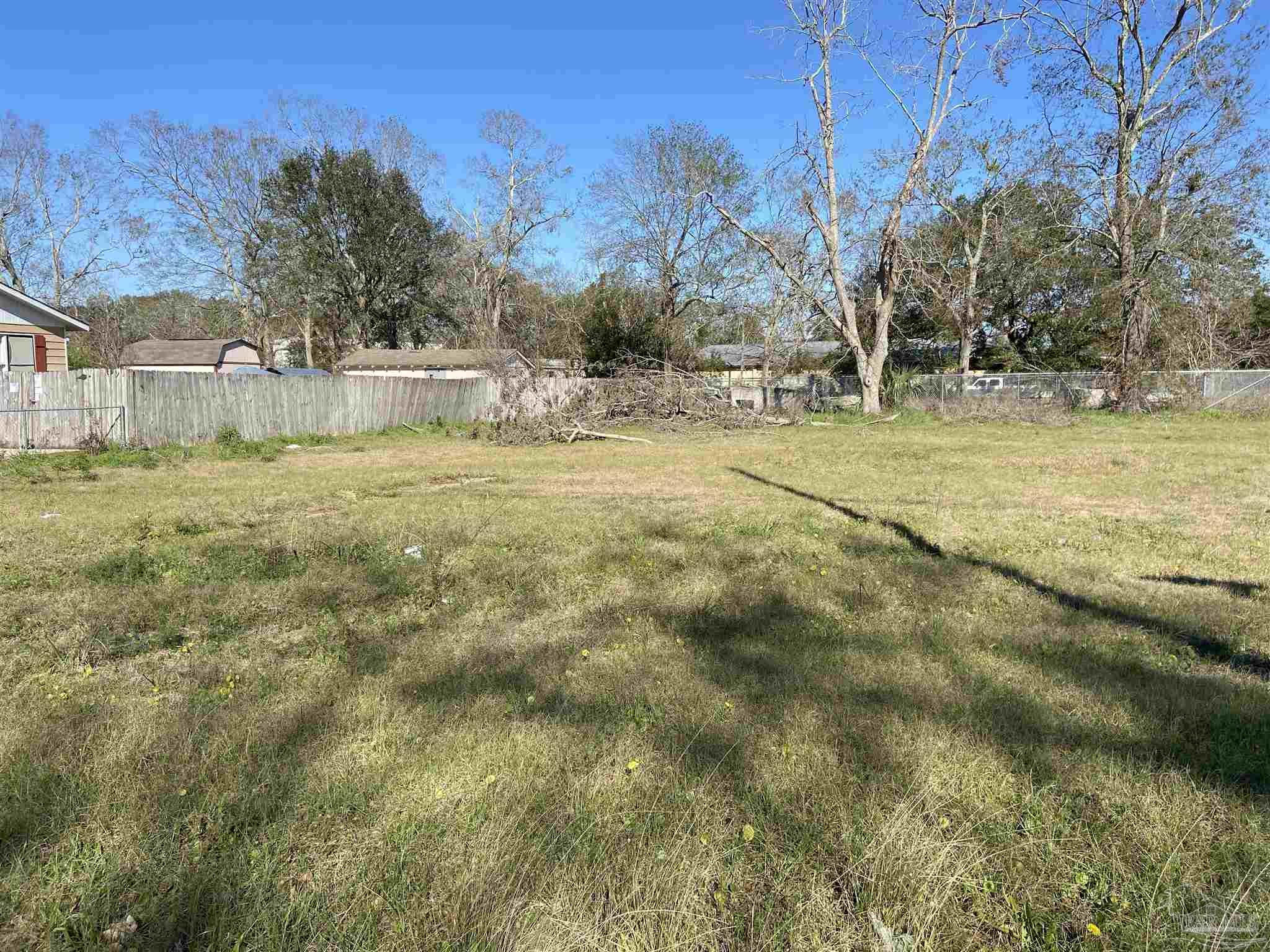 Centrally Located Corner lot on Town St near Fairfield and Pace Blvd.  .22 acres zoned HC/LI
