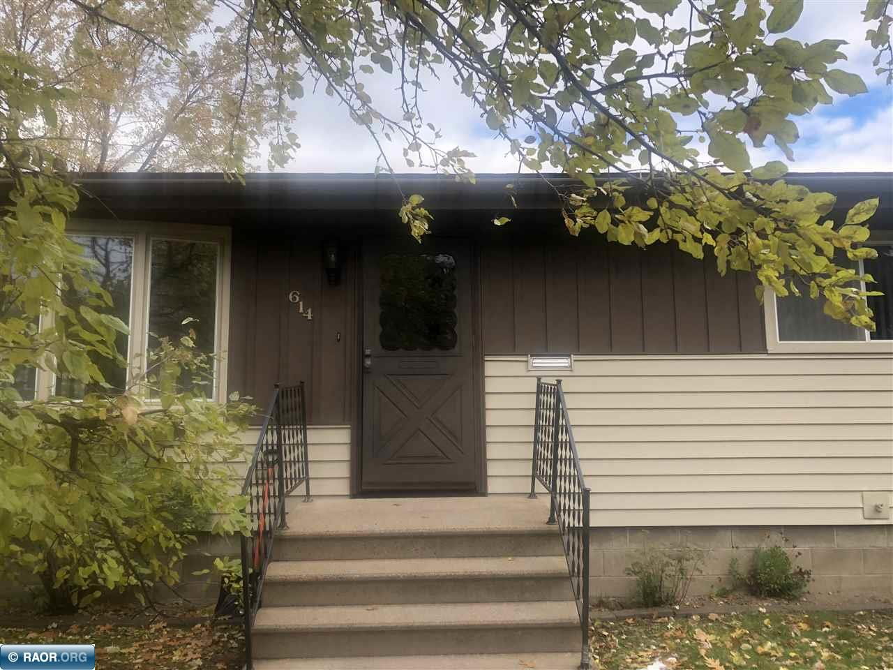 614 NW 5th St, Chisholm, MN 55719