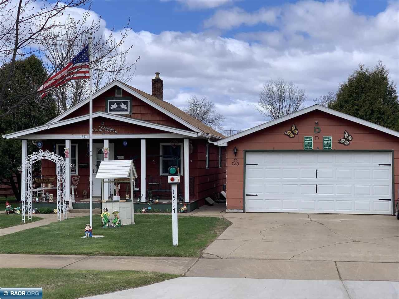 1517 E 15th Ave, Hibbing, MN 55746