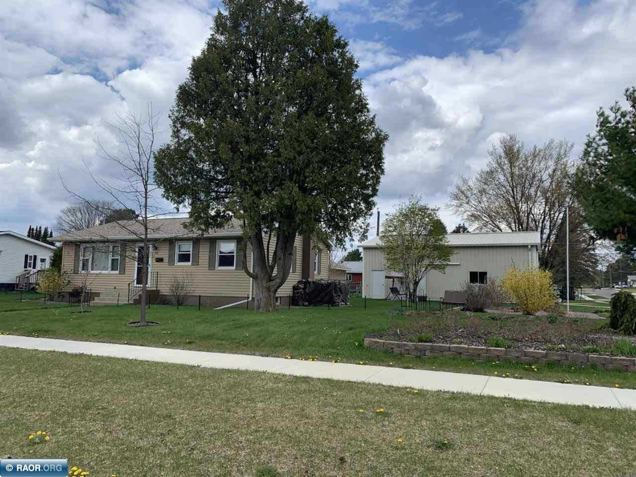 526 NE 2nd St, Chisholm, MN 55719