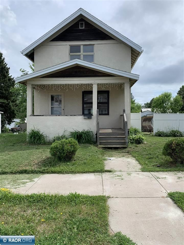 309 SW 6th St, Chisholm, MN 55719