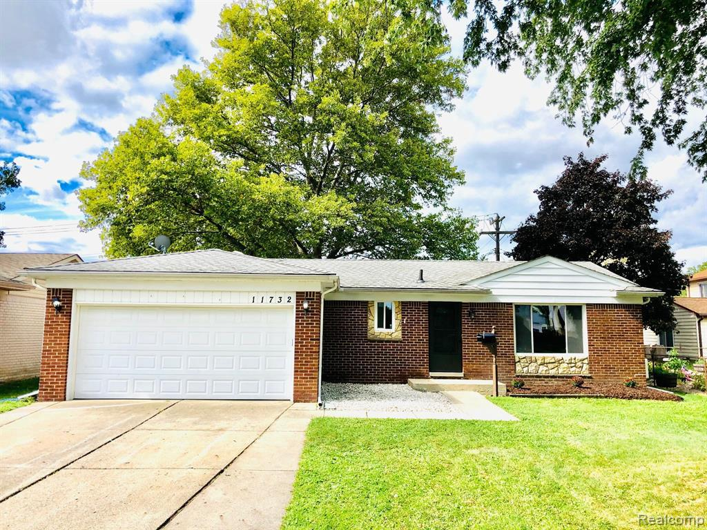 ONE OF A KIND BRICK RANCH LOCATED WITHIN MINUTES TO SHOPPING STORES AND PARK. SPECTACULAR OPEN CONCEPT KITCHEN WITH EXOTIC GRANITE. BEAUTIFUL FAMILY ROOM WITH DOOR WALL TO PRIVATE BACK YARD. REFINISHED HARDWOOD FLOORS. FINISHED BASEMENT WITH NEW CARPET. TON OF EXTRA STORAGE. SHOWINGS START THURSDAY 10/01/2020 AT 9 A.M