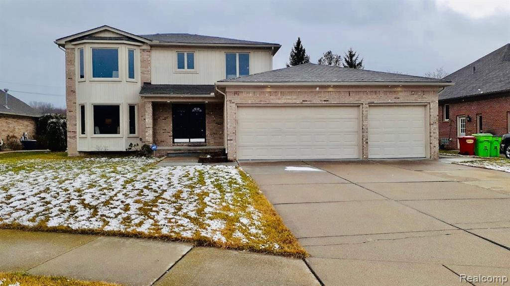 WELCOME TO THIS BUILDER SPEC ONE OF A KIND HOME! NEW ROOF , BEAUTIFUL LAYOUT ! BASEMENT HAS HIGH CEILINGS ! A MUST SEE. PROPERTY TAXES ARE NOT HOMESTEAD.