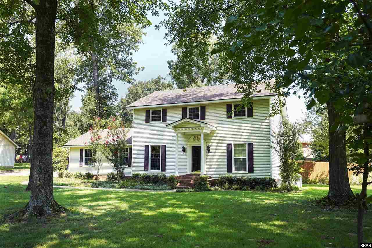 Take a look at this beautiful home located in one of the most scenic areas of Martin!  This two-story, three-bedroom, two-and-a-half bathroom home includes a spacious front yard and a fenced-in back yard with a deck! The inside has an open floor plan between the kitchen and living room, a dining room, and a den! It won't last long!  Call us today!