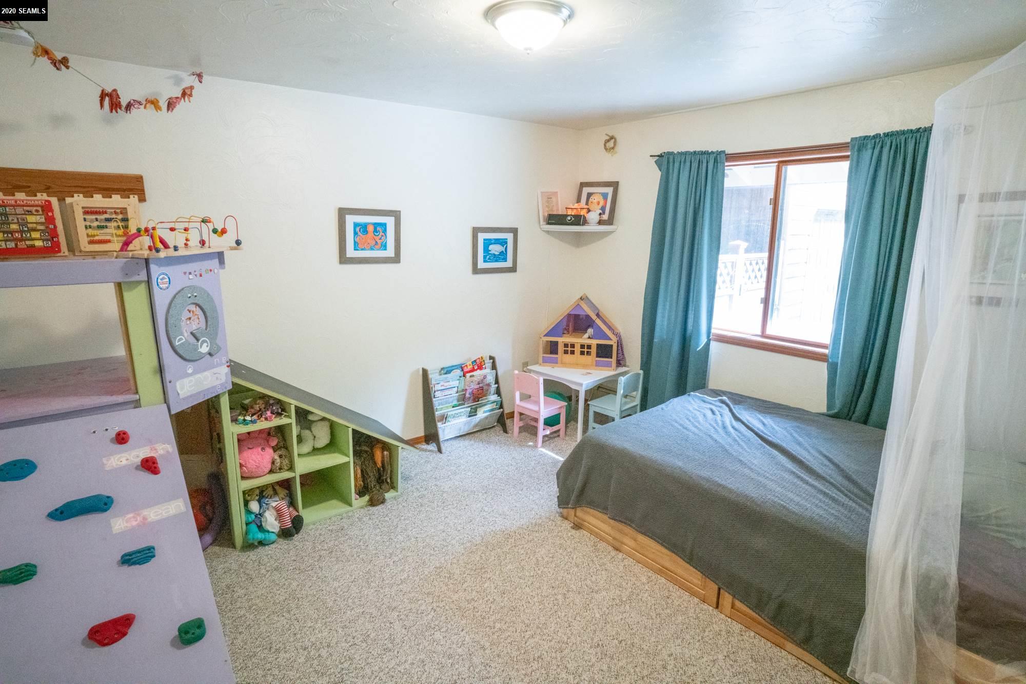 2nd bedroom - main