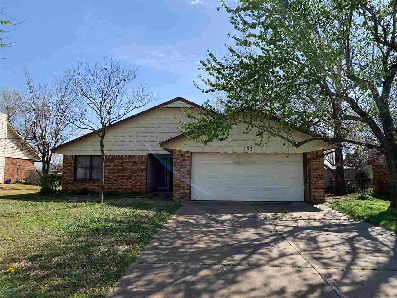 Bring your design ideas and your toolbox and make this fixer-upper your own! 3 Bed, 2 bath, inviting floor plan. Located in Parkview Estates, backs up to green space, has access to neighborhood pool and walking trail to Boomer Lake. Walk or short drive to Richmond elementary, close to turnpike, shopping and eateries.