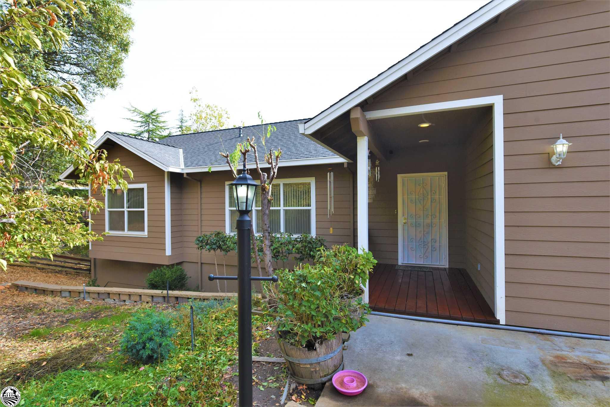 17313 Valley Oak Dr., Soulsbyville, CA 95370